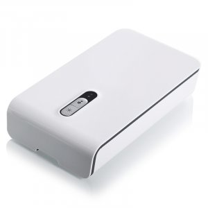 מחטא מכשירים ניידים באמצעות נורת UV בזמן ההטענה