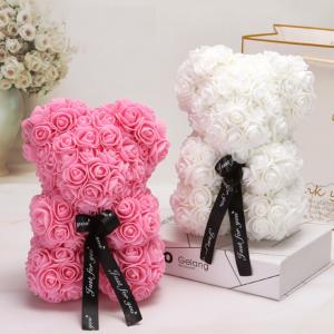 דובי מעוצב מפרחים במגוון צבעים