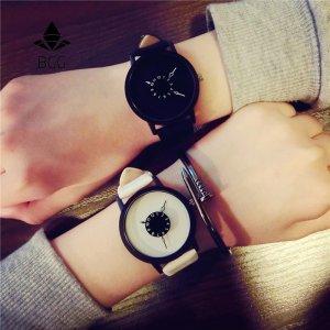 שעון לבן&שחר אלגנטי לגבר/לאישה