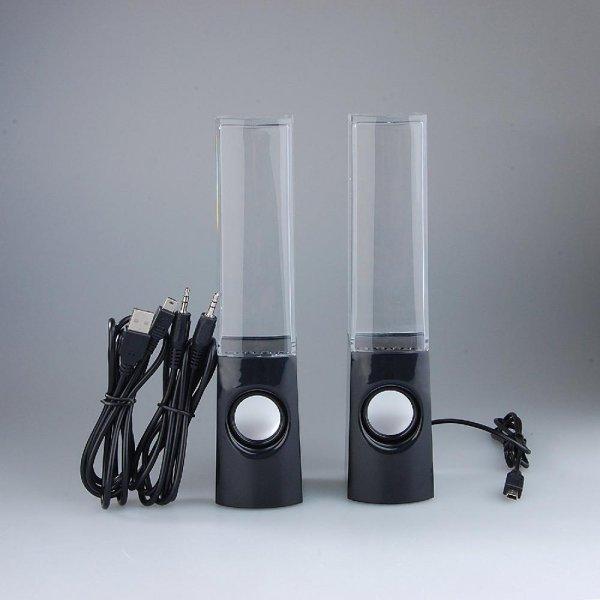 רמקולים עם מזרקות מים ונורות לד הקופצים לפי קצב הביט