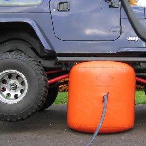 בלון ג'ק מתנפח להרמת רכבים ללא מאמץ באמצעות אוויר האגזוז