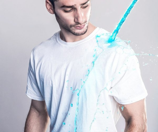 חולצה חסינת מים וזיעה